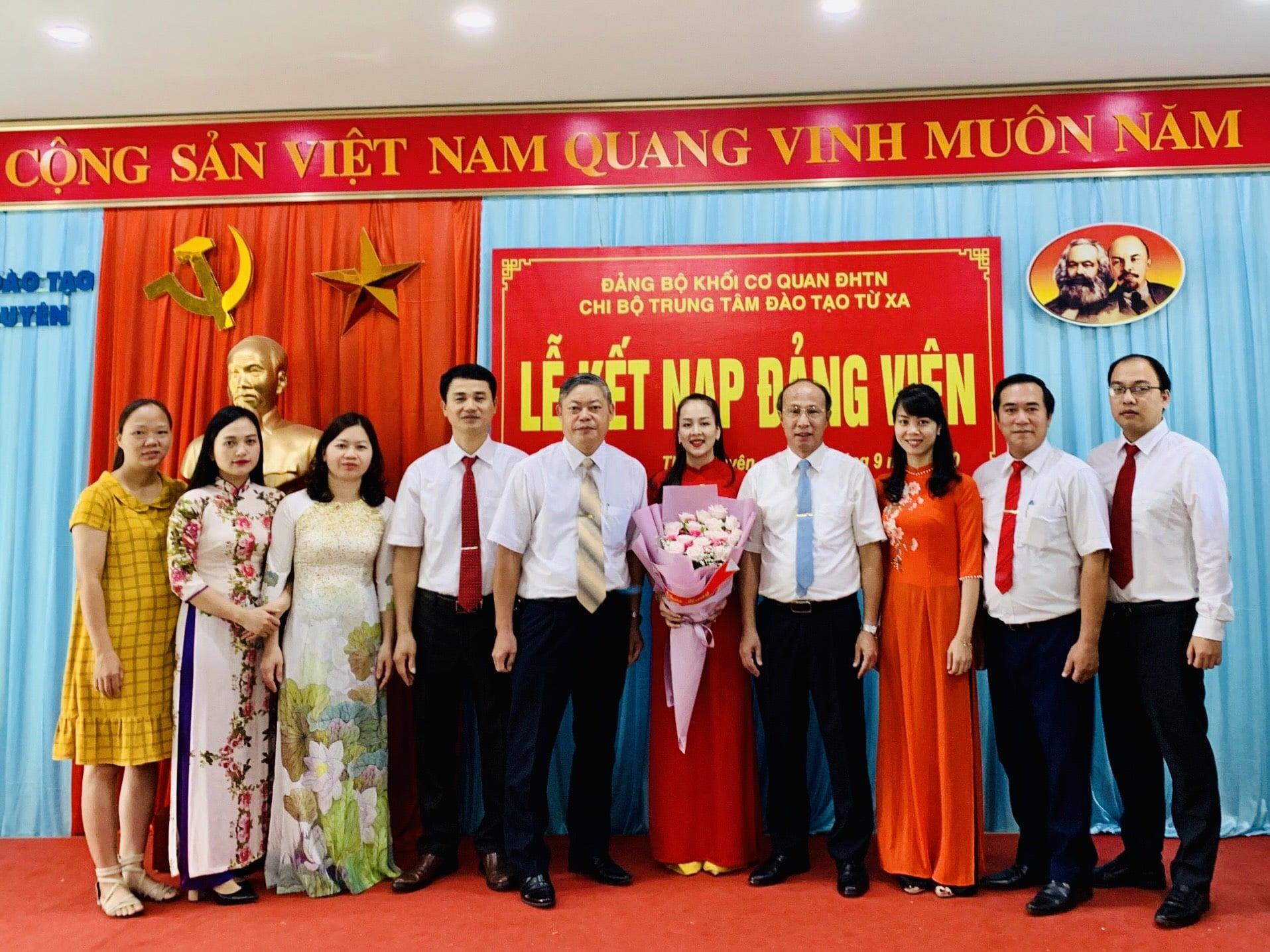 Lễ kết nạp Đảng viên chi bộ Trung tâm Đào tạo từ xa